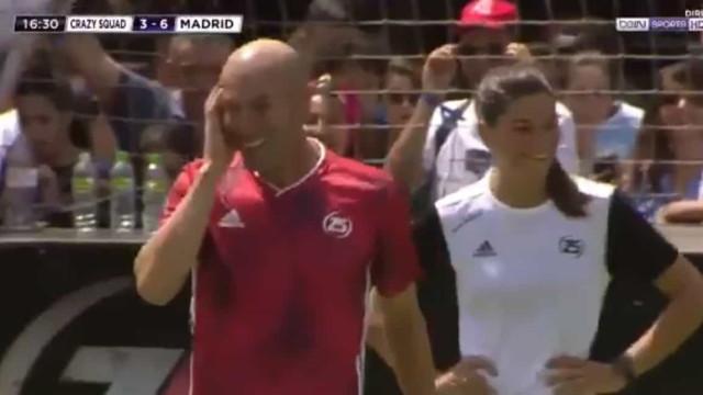 Zidane voltou aos relvados e espalhou classe com toques assim