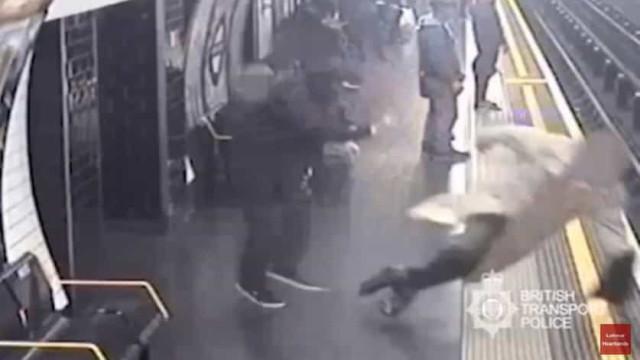 Homem que empurrou idoso para linha de comboio condenado a perpétua