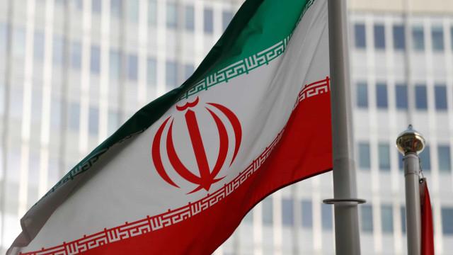 Irão mantém retenção de petroleiro britânico até ordem em contrário