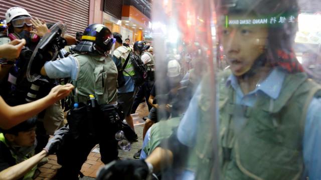 """União Europeia apela a """"diálogo amplo e inclusivo"""" em Hong Kong"""