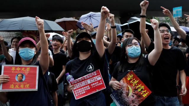 Deputado pró-democrata de Hong Kong hospitalizado após agressões