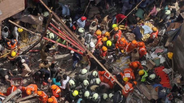 Pelo menos 13 mortos em desmoronamento de prédio na Índia