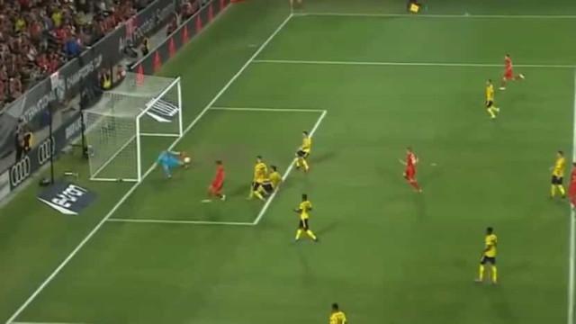 A impressionante defesa de Leno diante do Bayern Munique