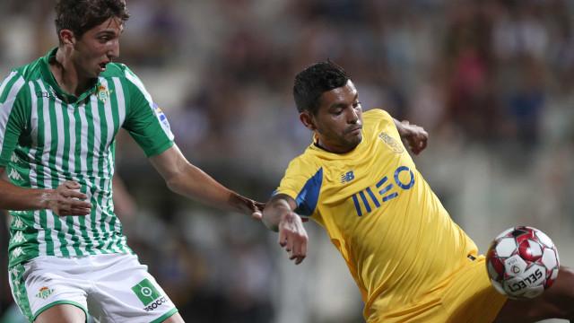 FC Porto vence Real Betis em jogo morno no Algarve