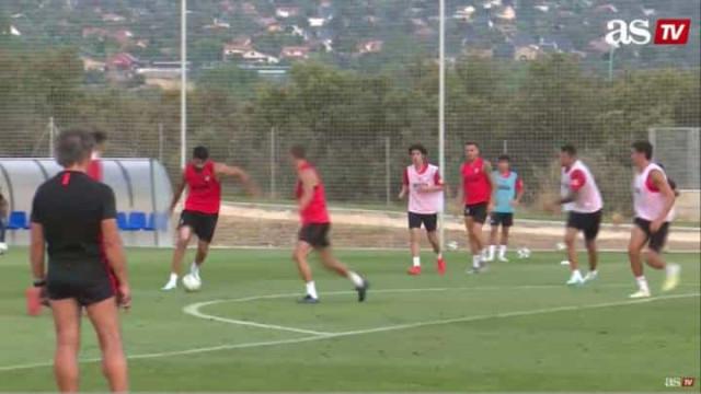 Herrera e Diego Costa brilham no treino do Atlético com dois golaços