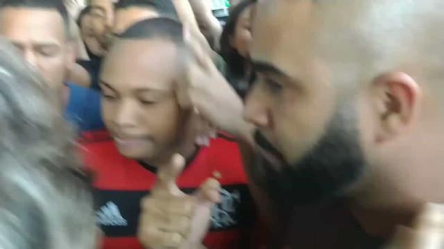Flamengo: Jesus 'forçado' a sair do autocarro para enfrentar adeptos