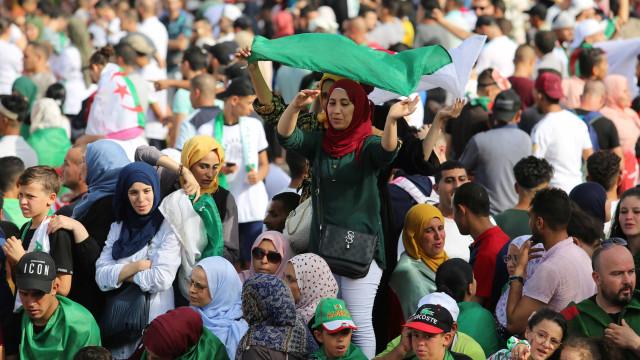 Arrepiantes imagens das ruas de Argel para receber os vencedores da CAN