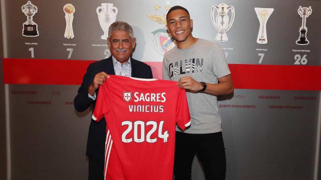 """Vinícius: O goleador da """"humildade"""" que quase disse adeus ao futebol"""