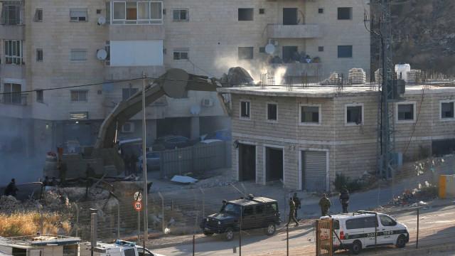 Israel avança com demolição de casas palestinianas perto de Jerusalém