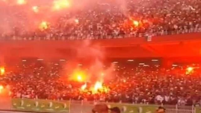 As incríveis (e arrepiantes) imagens da festa da Argélia após vencer CAN