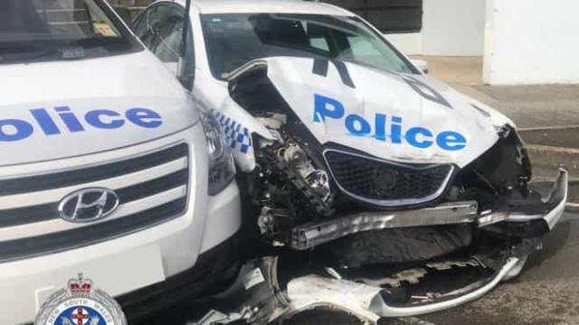 Carrinha cheia de metanfetaminas colide com carro da polícia em Sidney
