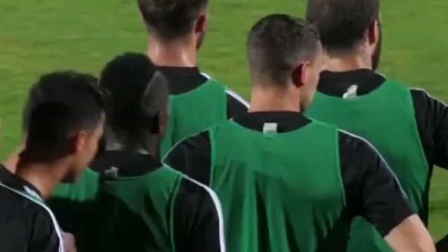 Adepto invade treino da Juve e Ronaldo vai... 'para cima' da segurança
