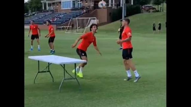 João Félix juntou-se a Trippier para dar show em treino no Atlético