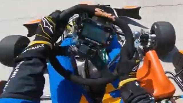 Carlos Sainz Jr. como não o costuma ver. Nem nos karts facilita