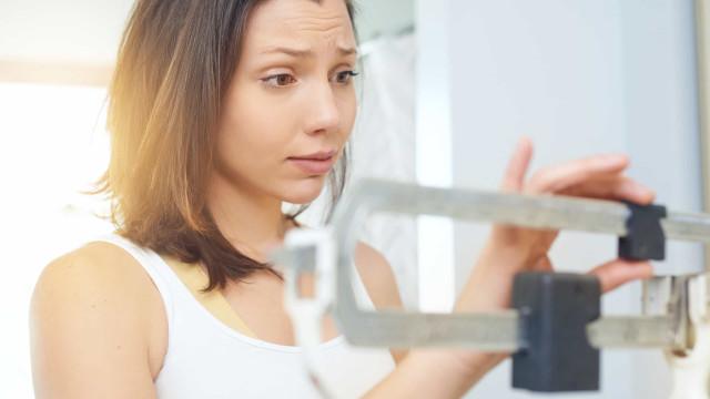 Está de dieta e não consegue perder mais peso? Três possíveis razões