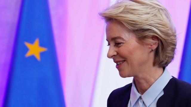 Nova presidente da Comissão Europeia discute hoje equipa com PE