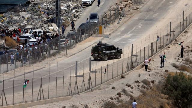 Uma palestiniana baleada entre Jerusalém e a Cisjordânia