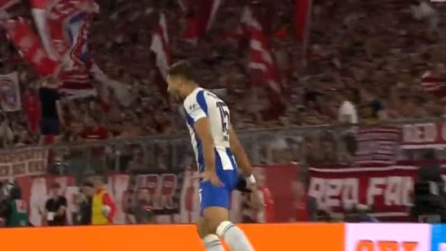 Jogador do Hertha marcou ao Bayern e festejou como... Ronaldo