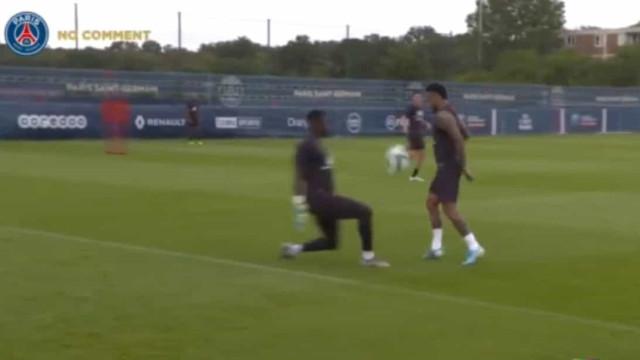 Com gestos assim percebe-se a loucura de Real e Barça por Neymar