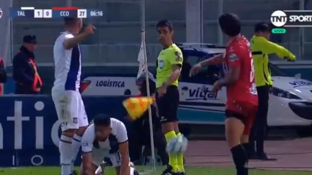 Ex-Sporting expulso na Argentina após gesto inqualificável contra árbitro