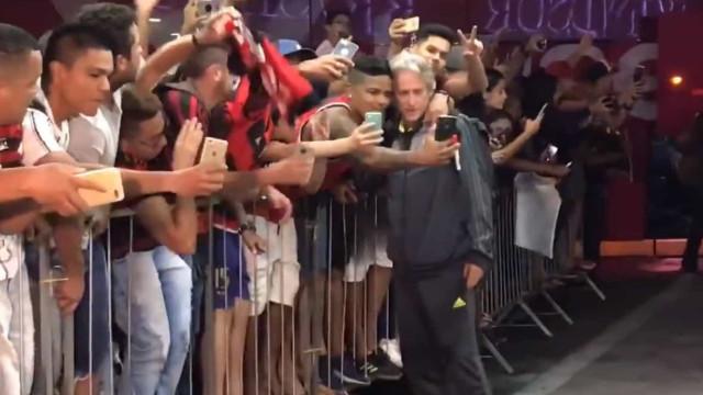 Flamengo chegou a Brasília e os adeptos deliraram com a presença de Jesus