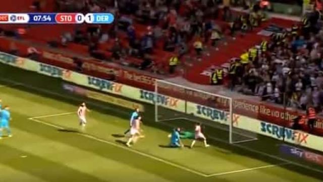 Jogador do Stoke fez isto e já lhe atribuem o falhanço da (nova) época