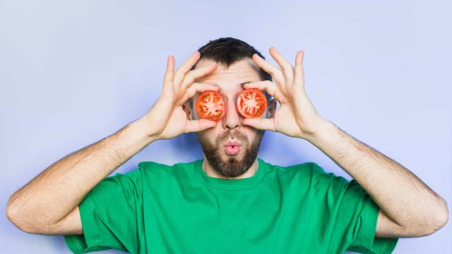 Comer tomates faz o pénis crescer?
