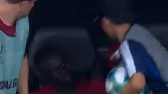 O grande gesto de Sadio Mané para com um jovem apanha-bolas