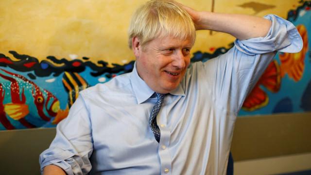 Brexit: Angela Merkel e Boris Johnson debatem hoje modalidades de saída