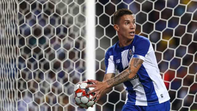 Uribe chega, convence e... assume batuta de Herrera