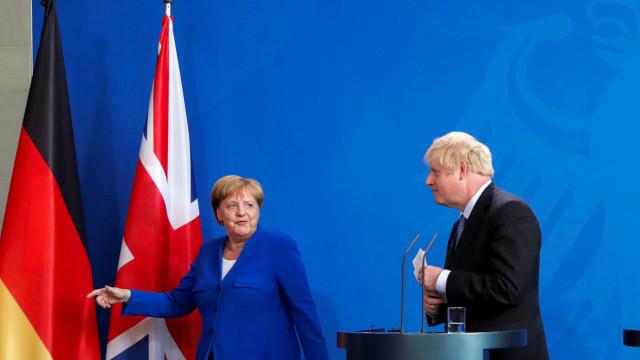 """Merkel acredita em acordo com o Reino Unido em """"30 dias"""""""