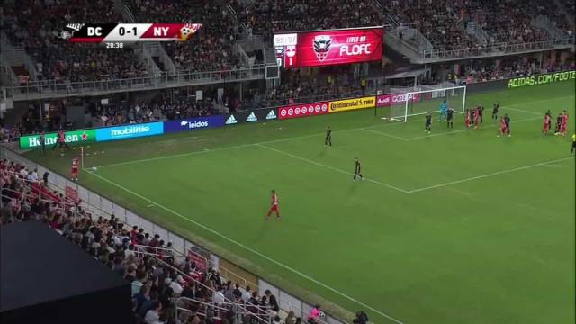 VAR deteta cotovelada de Rooney e expulsa inglês na derrota do DC United
