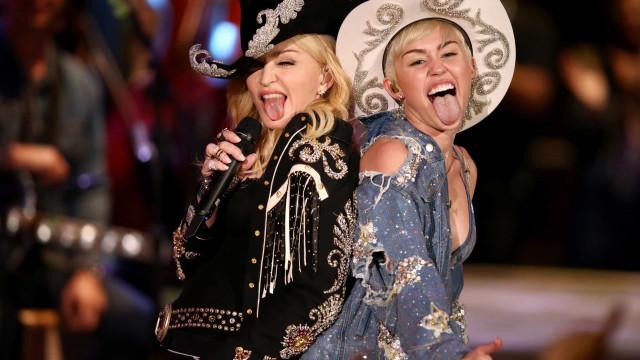 """Madonna sai em defesa de Miley Cyrus: """"És humana"""""""