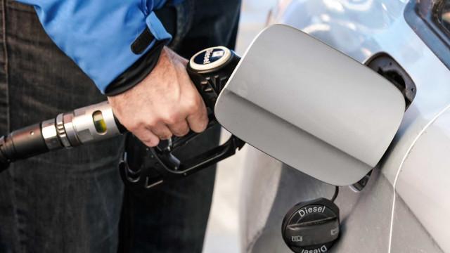 Gasolina 'não mexe', mas gasóleo fica (ligeiramente) mais caro