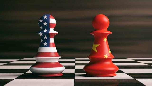 China responde aos EUA: Anuncia tarifas no valor de 75 mil milhões