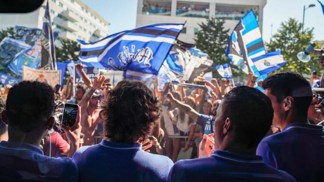 'Mar azul' na partida do FC Porto com destino a Lisboa
