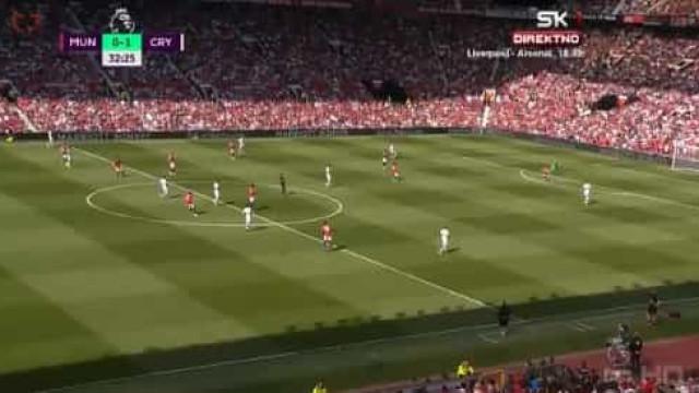 Ayew aproveitou 'buraco' na defesa do United para gelar Old Trafford