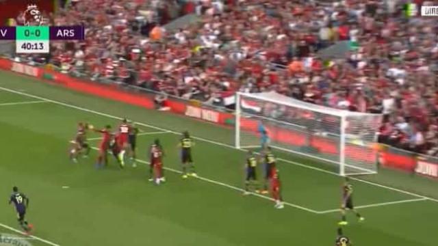 O golo que desfez o nulo no Liverpool-Arsenal