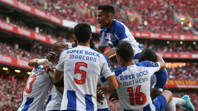 FC Porto dá pontapé na crise e acaba com reinado invicto de Lage