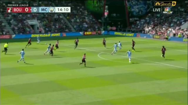 Aguero aproveita rosca de De Bruyne e abre marcador frente ao Bournemouth