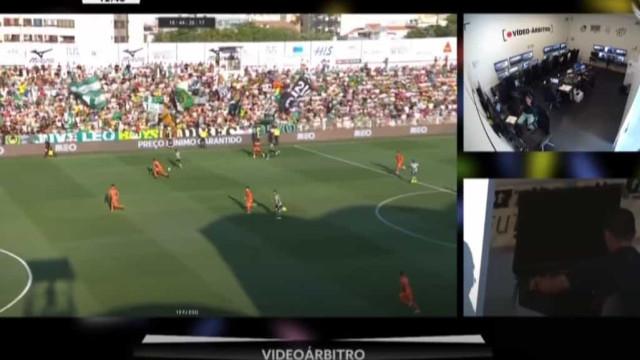 VAR e Carlos Xistra anulam penálti a favor do Sporting