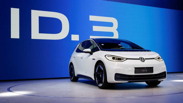 Volkswagen apresenta o seu primeiro elétrico e já tem preço para Portugal