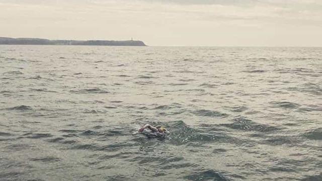 Sobreviveu ao cancro e passou o Canal da Mancha quatro vezes sem parar