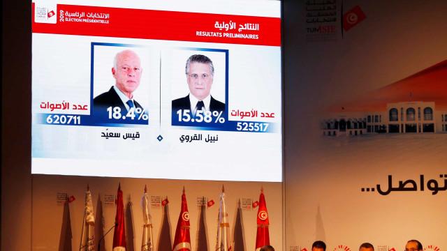 """Duelo entre candidatos """"anti-sistema"""" na segunda volta das presidenciais"""
