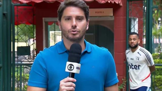 Dani Alves decidiu fazer de 'emplastro' durante uma reportagem