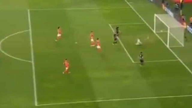 VAR valida o segundo golo do RB Leipzig na Luz