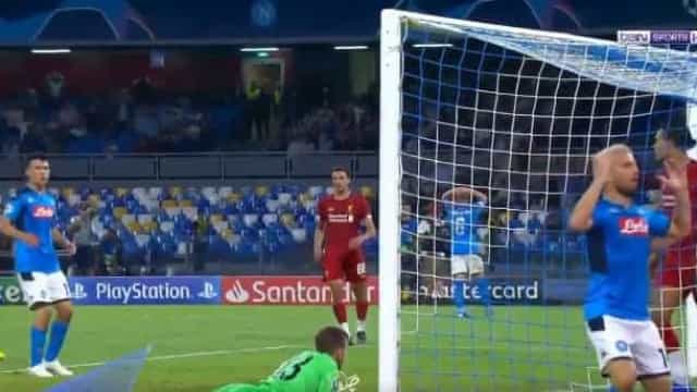 Isto pode ser a defesa da Champions: Assim negou Adrian o golo a Mertens