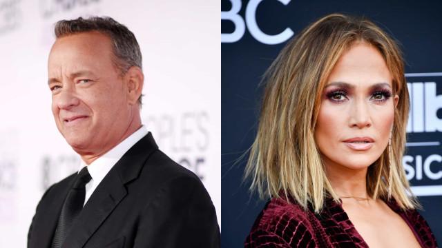 Tom Hanks gera polémica por limpar cara após beijo de Jennifer Lopez
