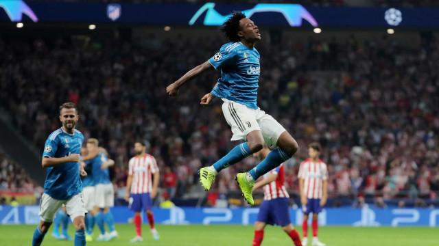 [0-2] Cabeceamento certeiro de Matuidi dilata vantagem da Juventus