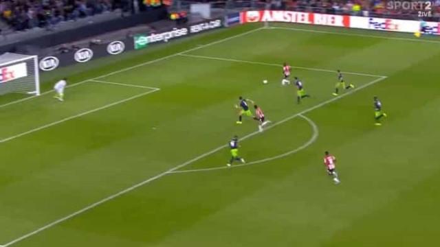 Coates marcou na própria baliza e deixou PSV a vencer por dois golos